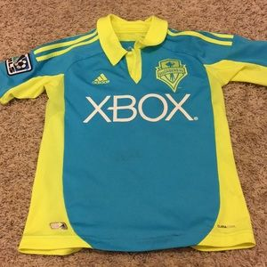 Sounders jersey w/ signature